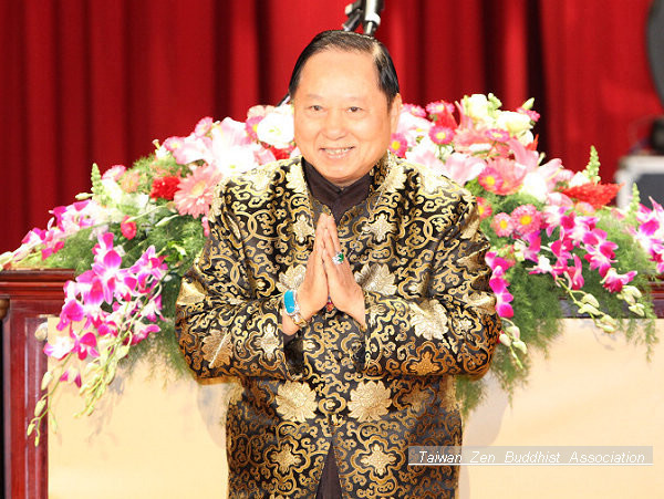 妙天禪師向全場四千多名同修賀年