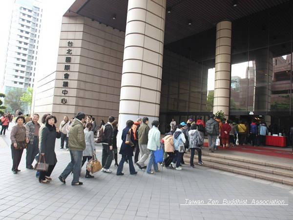 大清早同修就齊聚在台北國際會議中心