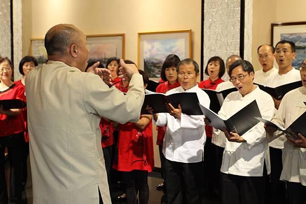 黃團長帶領合唱團高歌讚揚母親的偉大