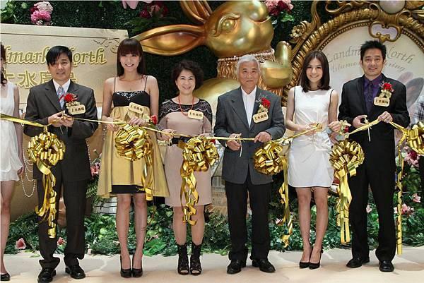 MsChung&guests_KicksOff_firstArtPopupStore_LNs.jpg