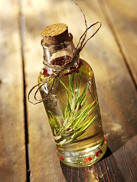 rosemary_herbal_oil_vmoe3