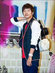 220px-Ji_Hyun-woo_from_acrofan