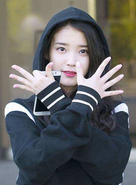 IU_after_shooting_製作人 - ,_ 21_April_2015_03