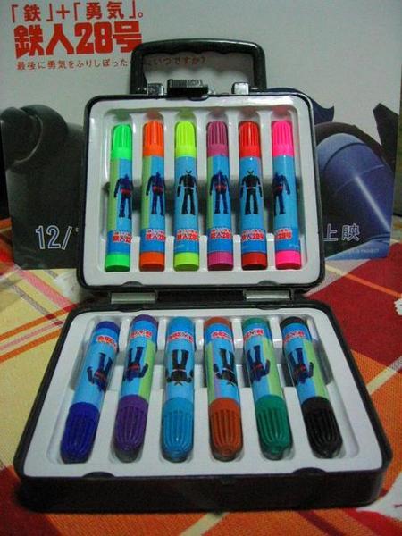 鐵人28 12色筆盒打開