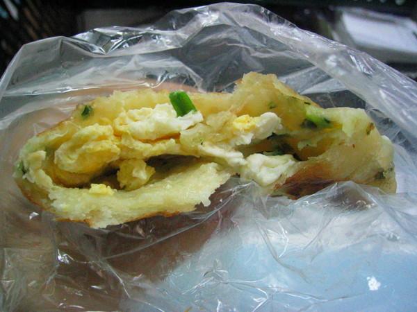 厚厚的餅皮跟一般速食早餐店賣的不一樣喔!