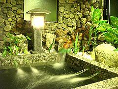 正華民宿房內的大型景觀泡湯池,每每都讓遊客感到驚喜和滿意。(攝影/謝燕豪)