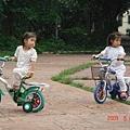 騎腳踏車(2.10ys)