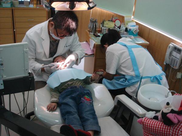 茹茹牙齒檢查(3.2ys)