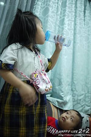 NO35黑白作滴可愛女孩水壺袋