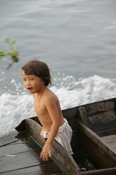 2009.10.28洞里薩湖 (15).JPG