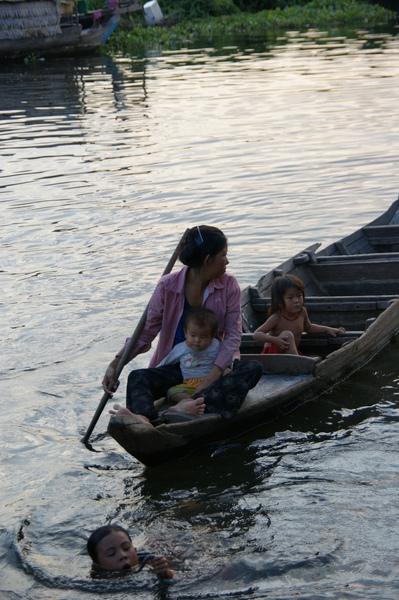 2009.10.28洞里薩湖 (40).JPG