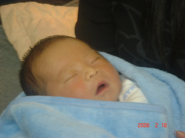 剛出生還在熟睡