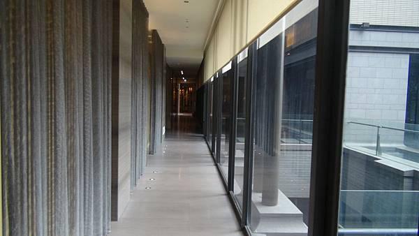 2.大廳旁走廊