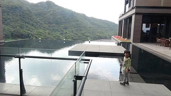 3.大廳旁門外景觀