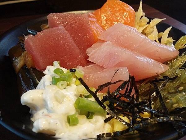 什錦鮮魚丼01
