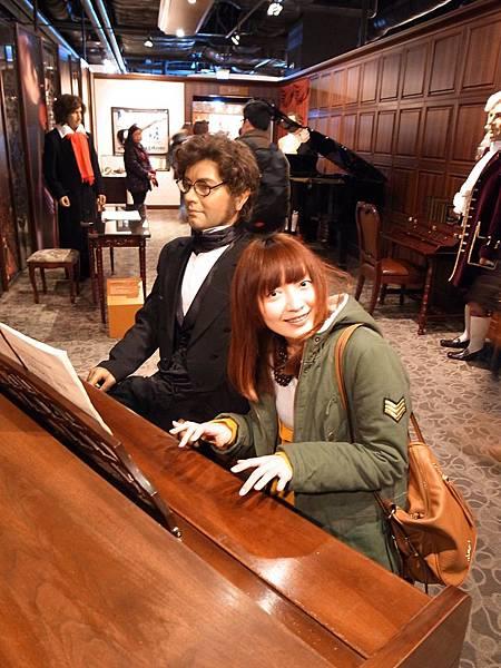自以為在彈鋼琴~