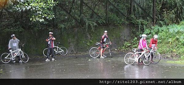 【主題賽事】-『礁溪龍潭湖鐵人二項賽,一路上坡雨不停!』 (15)