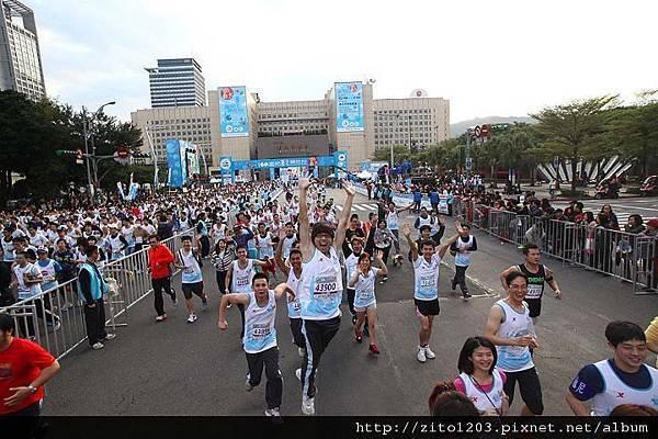 2011富邦台北馬拉松,12萬大軍來勢洶洶! (1)