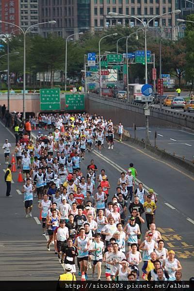 2011富邦台北馬拉松,12萬大軍來勢洶洶! (5)