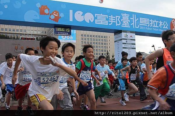 2011富邦台北馬拉松,12萬大軍來勢洶洶! (13)