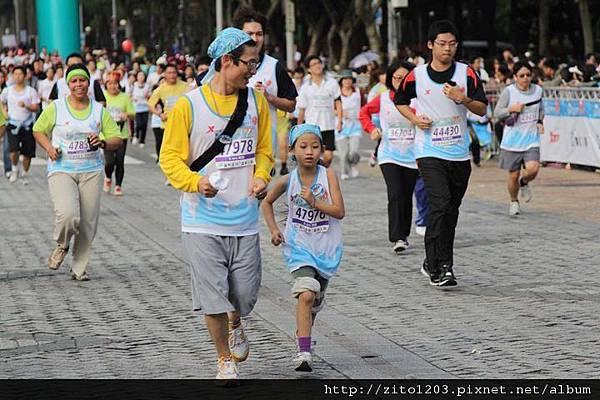 2011富邦台北馬拉松,12萬大軍來勢洶洶! (15)