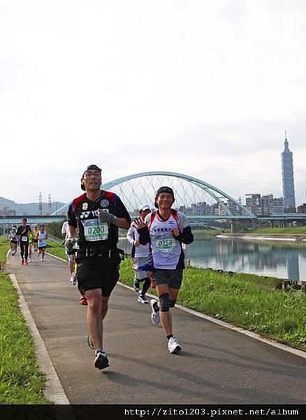 2011富邦台北馬拉松,12萬大軍來勢洶洶! (21)