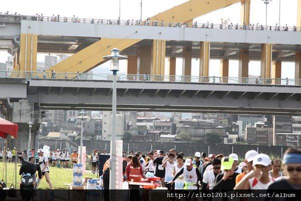 2011富邦台北馬拉松,12萬大軍來勢洶洶! (22)