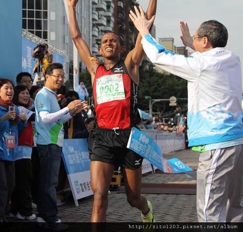2011富邦台北馬拉松,12萬大軍來勢洶洶! (23)