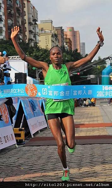 2011富邦台北馬拉松,12萬大軍來勢洶洶! (24)