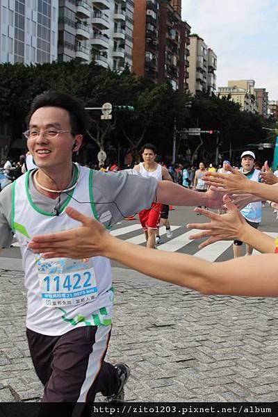 2011富邦台北馬拉松,12萬大軍來勢洶洶! (30)