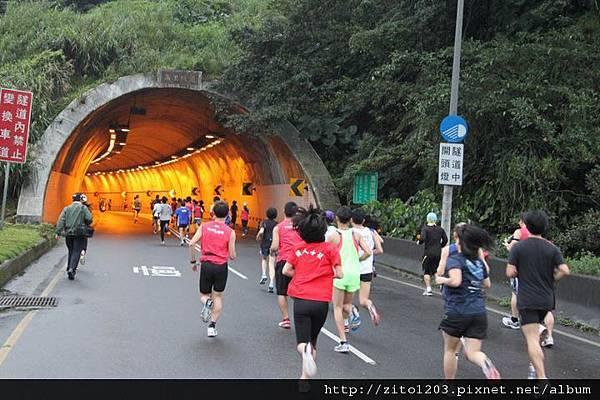 【主題賽事】-『2012 新北市萬金石國際馬拉松,向著細雨迷霧的海岸奔馳吧!』 (5)