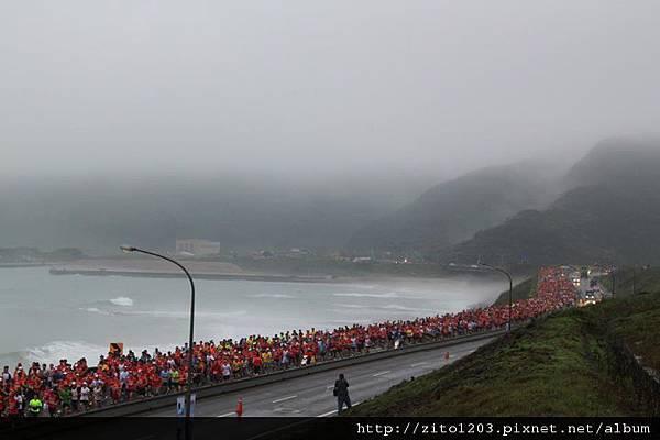 【主題賽事】-『2012 新北市萬金石國際馬拉松,向著細雨迷霧的海岸奔馳吧!』 (6)