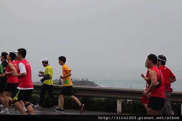 【主題賽事】-『2012 新北市萬金石國際馬拉松,向著細雨迷霧的海岸奔馳吧!』 (8)