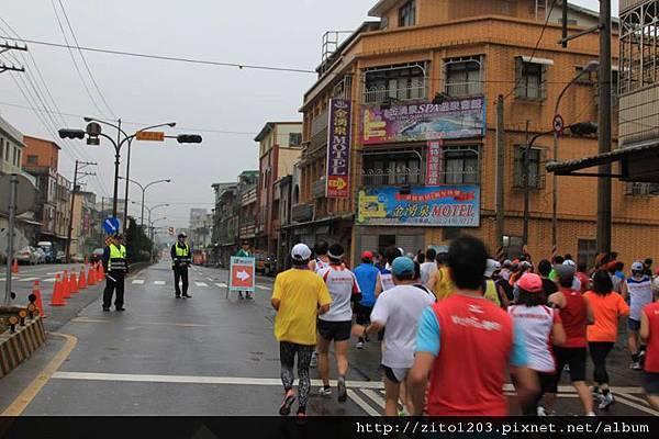 【主題賽事】-『2012 新北市萬金石國際馬拉松,向著細雨迷霧的海岸奔馳吧!』 (10)