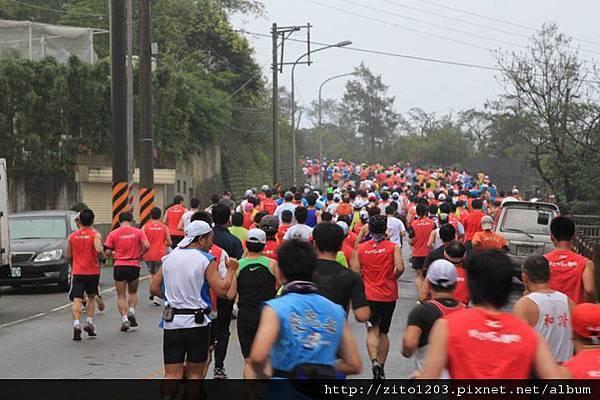 【主題賽事】-『2012 新北市萬金石國際馬拉松,向著細雨迷霧的海岸奔馳吧!』 (11)