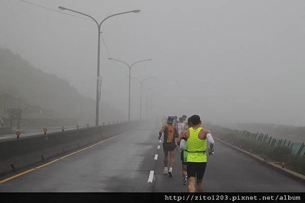 【主題賽事】-『2012 新北市萬金石國際馬拉松,向著細雨迷霧的海岸奔馳吧!』 (12)