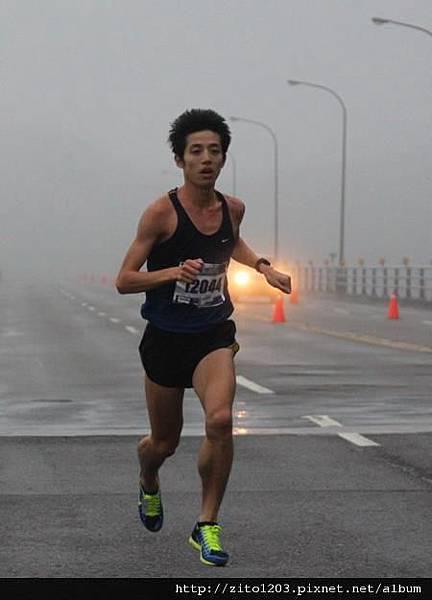 【主題賽事】-『2012 新北市萬金石國際馬拉松,向著細雨迷霧的海岸奔馳吧!』 (15)