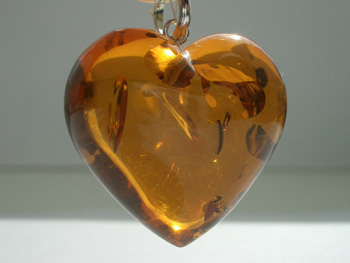 heart_shaped_amber_pendant