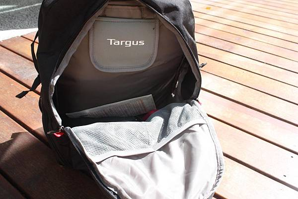 "Targus-Revolution Shift 黑石後背包 17""(TSB280AP) 第二層"