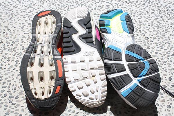 NIKE Adidas Asics 比較