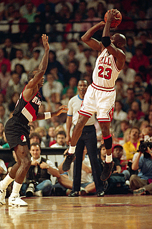 麥可.喬丹(Michael Jordan) 後仰跳投(fadeaway jumper)