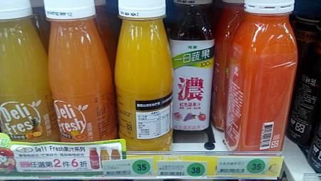 波蜜一日蔬果「100%紅色濃蔬果汁」 櫃位