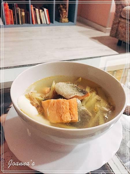 ✔︎煮飯:生病的comfort food。薑絲鮭魚湯