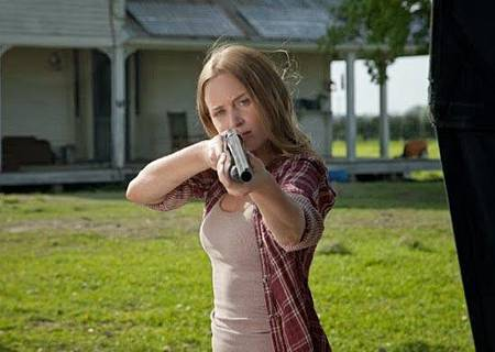 Emily-Blunt-Sara-in-the-movie-Looper