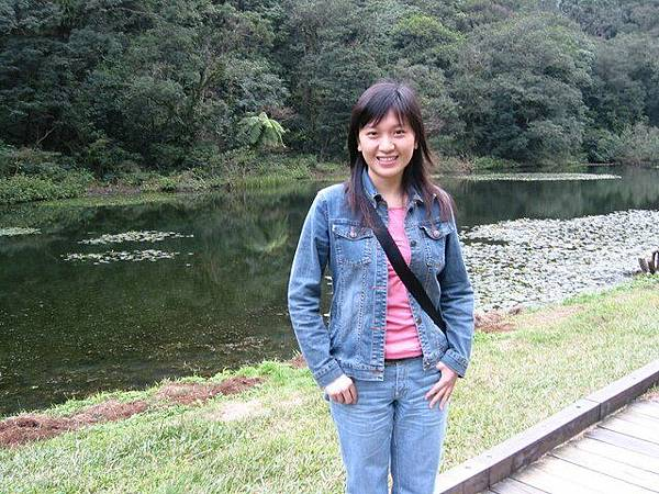 美麗的福山植物園湖畔留影