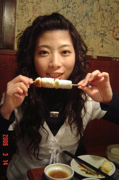 090314幫Cathy慶生~第一次吃燒烤烤棉花糖吶!!!.JPG