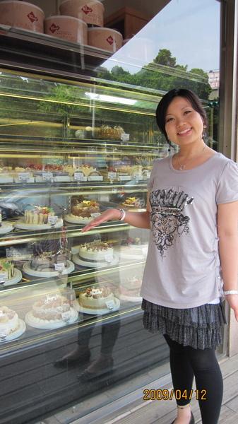 7附設的麵包店,裡面的蛋糕跟麵包超讚的.jpg
