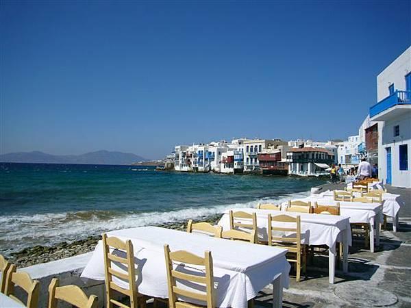 在海邊的餐廳吃飯