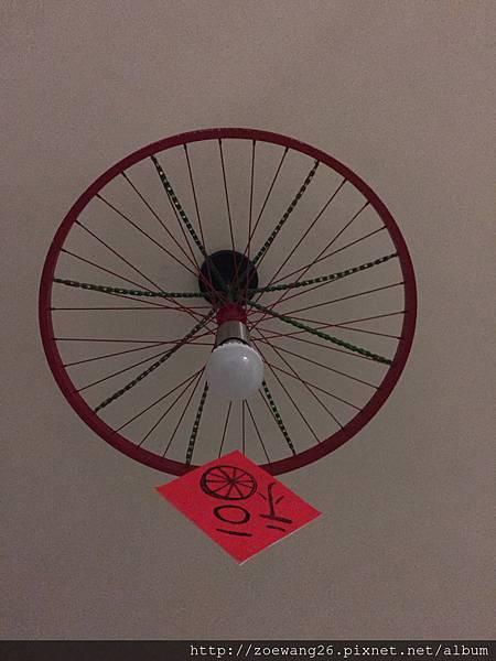 我喜歡這個車輪燈~