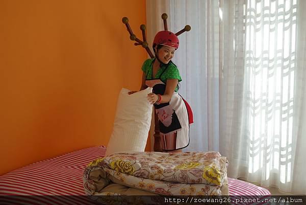 這位太太帶安全帽Housekeeping~!